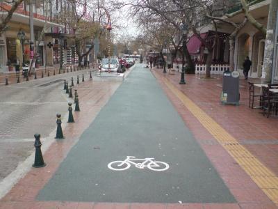 Υπέρ της κατασκευής ποδηλατοδρόμων στην Αθήνα τάχθηκε το συμβούλιο του Δήμου Αθηναίων