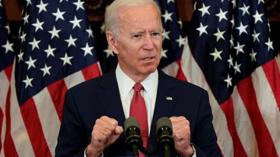 Biden: Ζούμε σκοτεινές στιγμές αλλά υπάρχει φως, δήλωσε συγκινημένος στην τελευταία ομιλία του πριν την ορκωμοσία