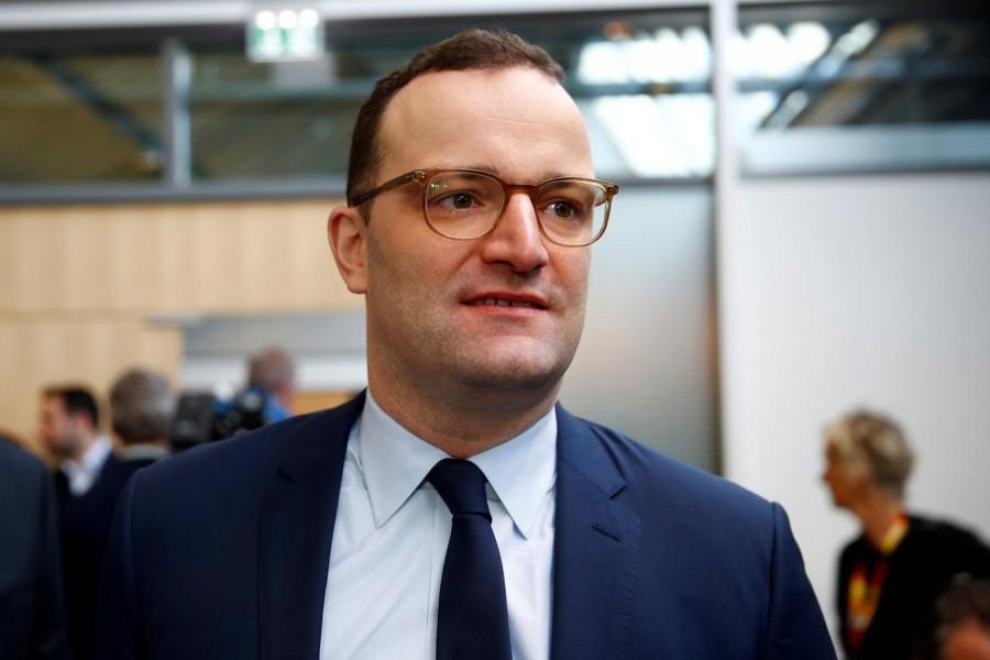 Ειρωνεία: Θετικός στον κορωνοϊό και ο Γερμανός Υπουργός... Υγείας