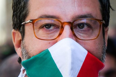 O Salvini διώκεται με ποινή έως και 15 χρόνια γιατί έκανε το αυτονόητο με τους μετανάστες