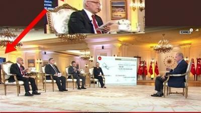 Χαμός στην Τουρκία - Ο Erdogan απαντούσε σε ερωτήσεις διαβάζοντας από το autocue