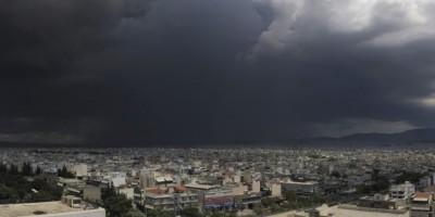 Τρεις τραυματίες από την καταιγίδα στην Αττική - Καταστροφές στο Νέο Ηράκλειο – Στις 195 οι κλήσεις για πλημμυρισμένα σπίτια, κοπές δέντρων