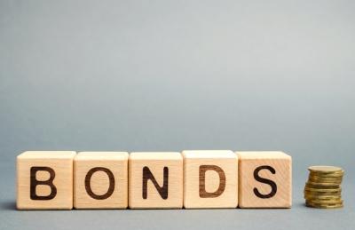 Ευρωζώνη: Αποκλιμακώνουν τις αποδόσεις των ομολόγων τα «σήματα» από ΕΚΤ και Fed