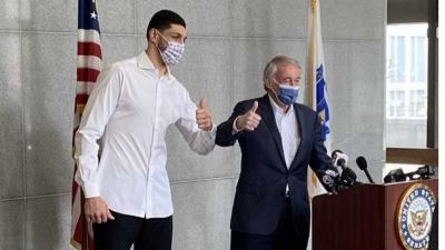 Τουρκία: Οργή κατά Αμερικανού γερουσιαστή για τη… selfie του με τον μπασκετμπολίστα Kanter