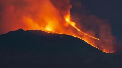 Νέα έκρηξη της Αίτνα - Σύννεφο στάχτης έφτασε σε ύψος 9 χιλιομέτρων - Έκλεισε ο εναέριος χώρος στην Κατάνια