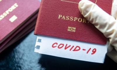 DW: Διχάζουν την Ευρώπη τα διαβατήρια εμβολιασμού - Η ελληνική υπομονή εξαντλήθηκε