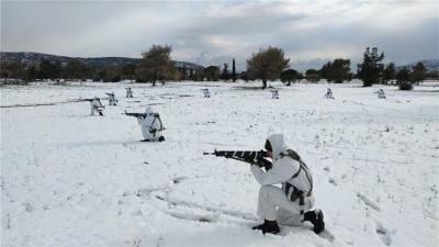 Εντυπωσιακές εικόνες από τη χειμερινή εκπαίδευση της Σχολής Ευελπίδων