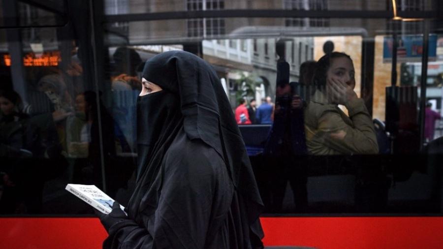Δημοψήφισμα στην Ελβετία για απαγόρευση κάλυψης του προσώπου - Τεταμένη η σχέση της χώρας με το Ισλάμ