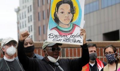 ΗΠΑ: Απόλυση αστυνομικού για τη δολοφονία Αφροαμερικανίδας