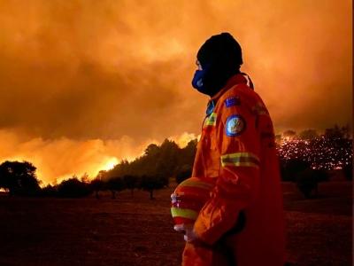 Στάχτη 40.000 στρέμματα από την φωτιά στα Γεράνεια Όρη - Κάηκαν σπίτια - Νέα εκκένωση οικισμού