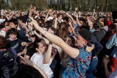Βελγιο: Η αστυνομία διέλυσε «πάρτι» 2.000 ατόμων που ξεκίνησε ως πρωταπριλιάτικο αστείο
