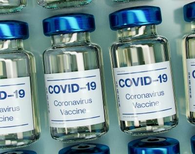 Ανοίγει η Μ.Βρετανία - Κάτω από το 0,004% των εμβολιασθέντων κατά covid με σοβαρές παρενέργειες