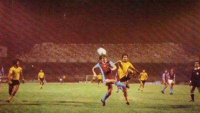 Αύγουστος 1981: ΑΕΚ και Ολυμπιακός αντιμετωπίζουν στα ίσια την Πρωταθλήτρια Αγγλίας (και μετέπειτα Ευρώπης) Άστον Βίλα!