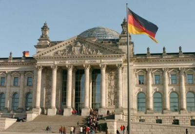 Απορρίπτει η Γερμανία τα περί αποκλεισμού των ανεμβολίαστων εργαζομένων από τις επιχειρήσεις – Δεν συνάδει με το κράτος Δικαίου
