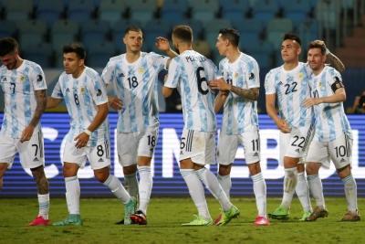 Copa America: Μέσι κερνάει, Αργεντινή πίνει – Απέκλεισε Σουάρες-Καβάνι η Κολομβία