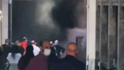 Συναγερμός στην Πυροσβεστική: Φωτιά στο υπόγειο κτιρίου της Alpha Bank στην Σταδίου