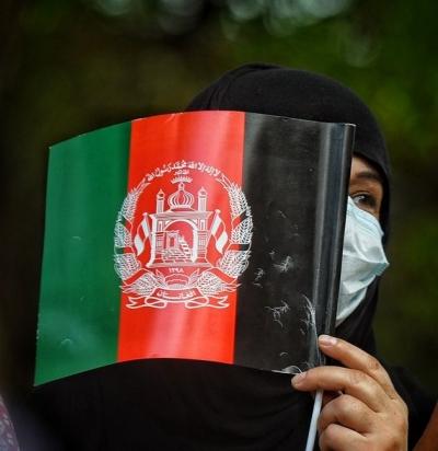 Στην Αθήνα έφτασαν επτά γυναίκες βουλευτές του Αφγανιστάν και οι οικογένειές τους