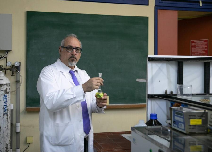 Θωμαΐδης (καθ. Αναλυτικής Χημείας): Παρακινδυνευμένο να μιλάμε για άνοιγμα, υψηλό ιικό φορτίο