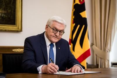 Steinmeier (Γερμανία): Οι ναζιστικές σημαίες έξω από το Κοινοβούλιο είναι επίθεση στην καρδιά της Δημοκρατίας