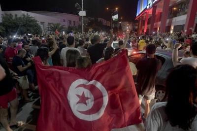 Τυνησία: Απαγόρευση κυκλοφορίας για ένα μήνα - Διεθνείς αντιδράσεις στις ραγδαίες εξελίξεις που βιώνει η χώρα
