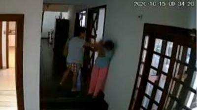 Καθαίρεσαν γυναίκα πρέσβη των Φιλιππίνων επειδή ξυλοκοπούσε βάναυσα την οικιακή της βοηθό