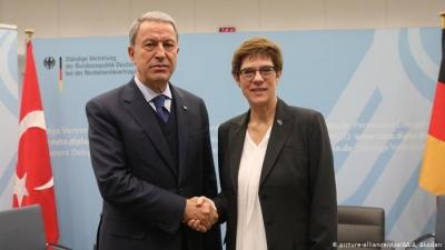 Συνάντηση Kramp-Karrenbauer - Akar αύριο 2/2 στο Βερολίνο - Εκτός ατζέντας τα υποβρύχια, φρένο στις τουρκικές απαιτήσεις