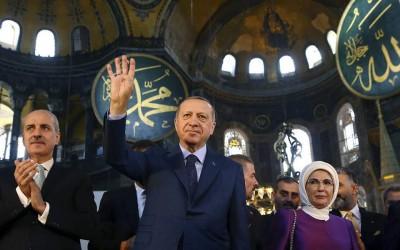 O Erdogan προσβάλλει τον χριστιανισμό κι η κυβέρνηση δίνει άδεια για τζαμί στη Θράκη