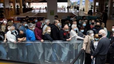 Σερβία: Συνωστισμός στο mall για εμβόλιο και δώρο voucher... 25 ευρώ για ψώνια