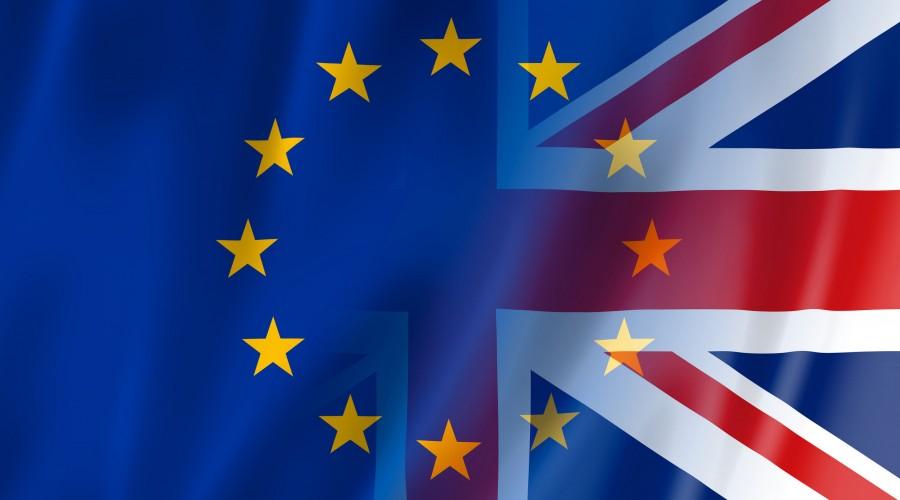 «Πόλεμος» ΕΕ - Βρετανίας για την έγκριση του εμβολίου - Το Brexit και οι καθυστερήσεις