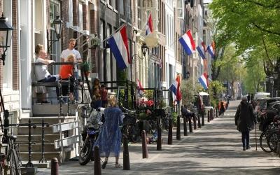Ολλανδία - covid: Μπαρ και εστιατόρια θα εξυπηρετούν πελάτες και σε κλειστούς χώρους