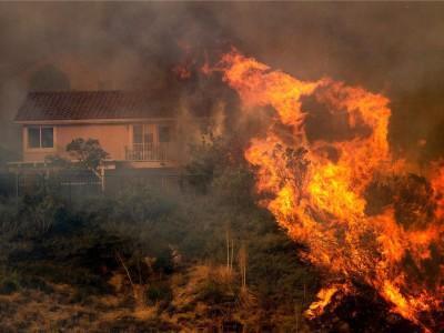 ΗΠΑ: Πάνω από 8.000 άνθρωποι εγκατέλειψαν τα σπίτια τους λόγω των πυρκαγιών στην Καλιφόρνια