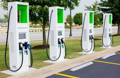 Aυτοκινητοβιομηχανία EE: Να κατασκευαστούν 1 εκατομμύριο σημεία φόρτισης ηλεκτροκίνητων οχημάτων έως το 2024