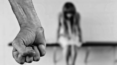 Υπουργείο Εργασίας: Καμία γυναίκα μόνη απέναντι σε περιστατικά έμφυλης και ενδοοικογενειακής βίας
