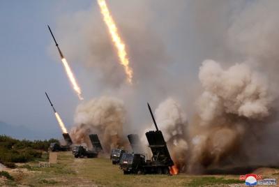 Νέες εκτοξεύσεις βαλλιστικών πυραύλων από τη Βόρεια Κορέα