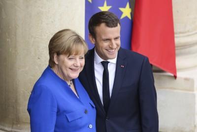 Συνάντηση Merkel – Macron στη Γαλλική Ριβιέρα για τα «καυτά» ζητήματα