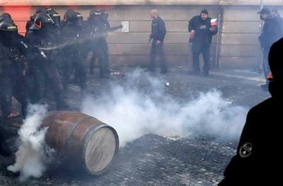 Τσεχία: Σοβαρά επεισόδια και τραυματίες στην Πράγα σε διαδήλωση κατά των περιοριστικών μέτρων για τον Covid  - 19