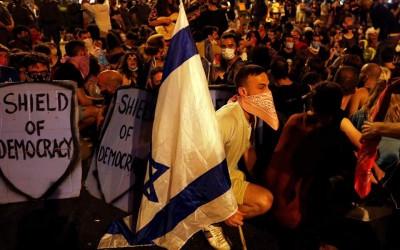 Ισραήλ: Χιλιάδες διαδηλωτές ζητούν την παραίτηση Netanyahu για διαφθορά - Τα ΜΜΕ βλέπει ως υποκινητές ο Bibi