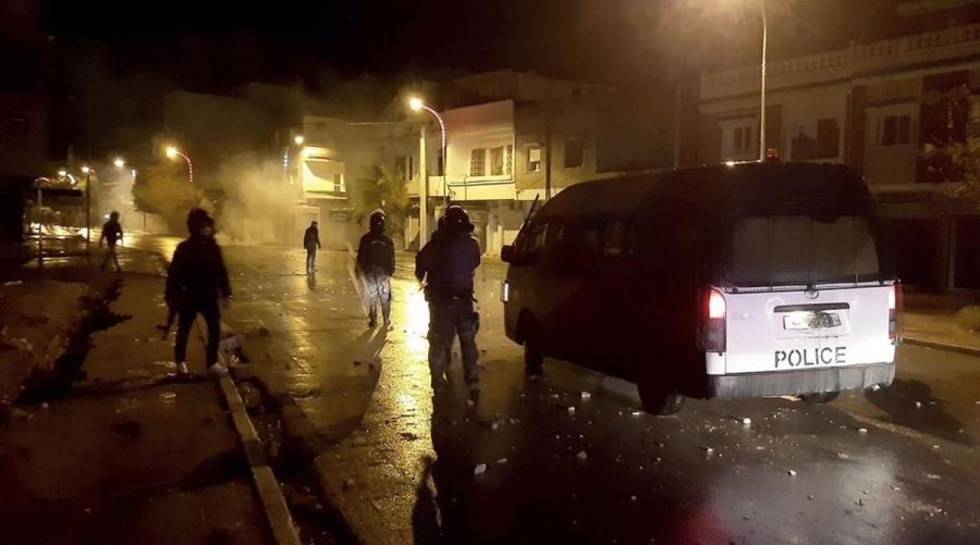 Τυνησία: Οι ταραχές συνεχίσθηκαν στη διάρκεια της νύχτας σε πολλές πόλεις