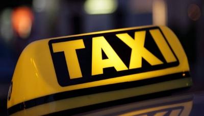 Πώς 25χρονος οδηγός ταξί ξάφριζε ηλικιωμένους πελάτες – Στα 17.500 ευρώ η λεία του