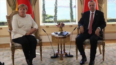 Erdogan σε Merkel: Είμαι υπέρ της επίλυσης των διεθνών ζητημάτων στο πλαίσιο του διαλόγου