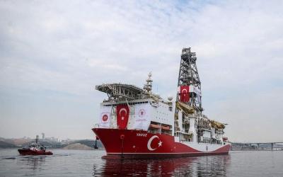 Προς την κυπριακή ΑΟΖ συνοδεία φρεγάτας πλέει το τουρκικό γεωτρύπανο Yavuz