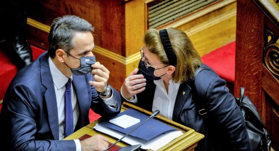 Το Μαξίμου έχει ειδική μεταχείριση στη Μενδώνη, αλλά «αδειάζει» δεξιούς υπουργούς – Γιατί αυτός ο διαχωρισμός;