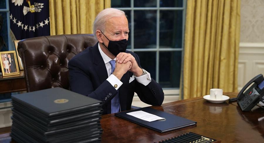 Ο Biden έβγαλε το κουμπί για την Coca-Cola του Trump στο Οβάλ γραφείο