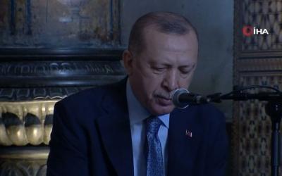Ο Erdogan διάβασε στίχους από το Κοράνι στην Αγία Σοφία