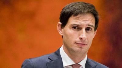 Hoekstra (ΥΠΟΙΚ Ολλανδίας): Η χρήση του ESM πρέπει να συνοδευτεί από οικονομικά μέτρα