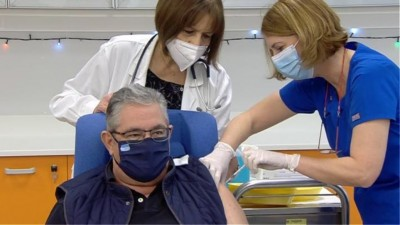 Εμβολιάστηκε κατά του κορωνοϊού ο Κουτσούμπας: Αναγκαιότητα ο μαζικός εμβολιασμός του πληθυσμού