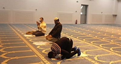 Τουρκικά ΜΜΕ: Η Ελλάδα απορρίπτει τις νόμιμες απαιτήσεις των Μουσουλμάνων για τόπους λατρείας