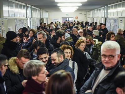 Ιταλικές εκλογές: Στο 58,5% η προσέλευση στις κάλπες - «Τεχνικά προβλήματα» με τα ψηφοδέλτια
