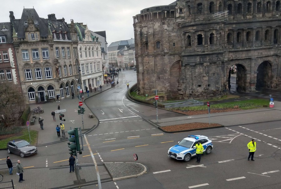 Γερμανία - Αυτοκίνητο έπεσε πάνω σε πεζούς - Αναφορές για 4 νεκρούς και πολλούς τραυματίες