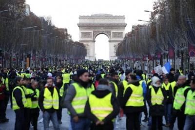Γαλλία: Στους δρόμους ξανά τα